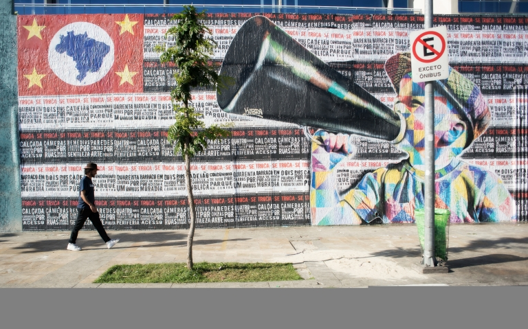 Eduardo Kobra in front of a new mural in the Pinheiros neighborhood in São Paulo. Photo submitted by the artist.